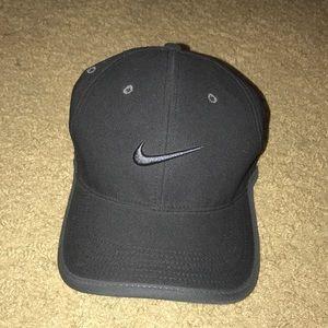 NIKE Men's Golf Dri-Fit Ultralight Adjustable Hat